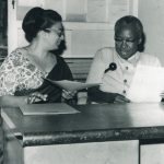 Frene Ginwala with President Nyerere in the newsroom of The Standard in Dar es Salaam in 1970